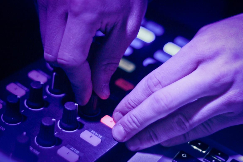 Hochwertige DJ Controller finden Sie ebenfalls in unserer Veranstaltungstechnik