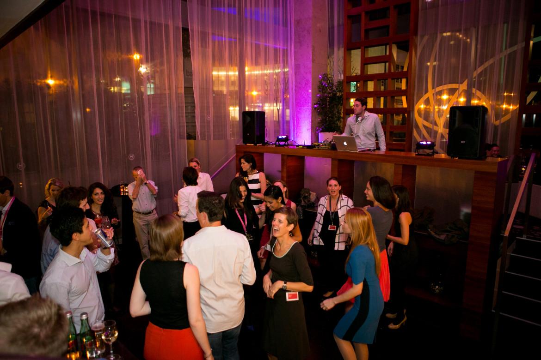 Die Event DJs von Face II Face bringen auch Ihre Feier in Schwung