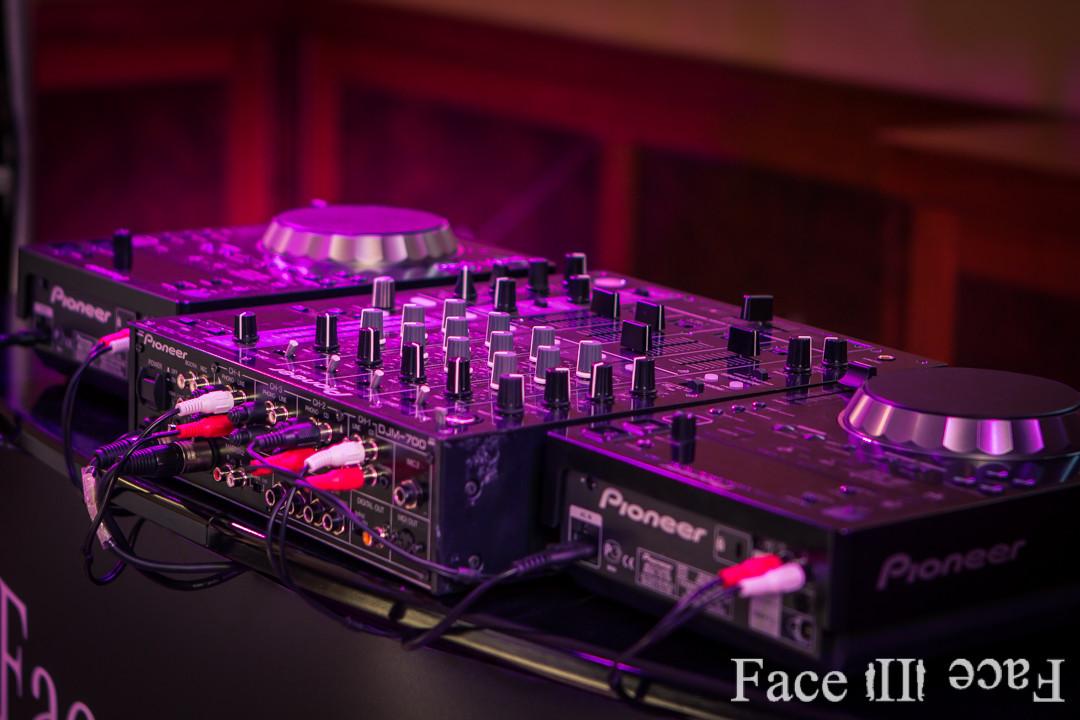 CD Player und Mixer von Pioneer zählen zu den Marktführern im Bereich Veranstaltungstechnik