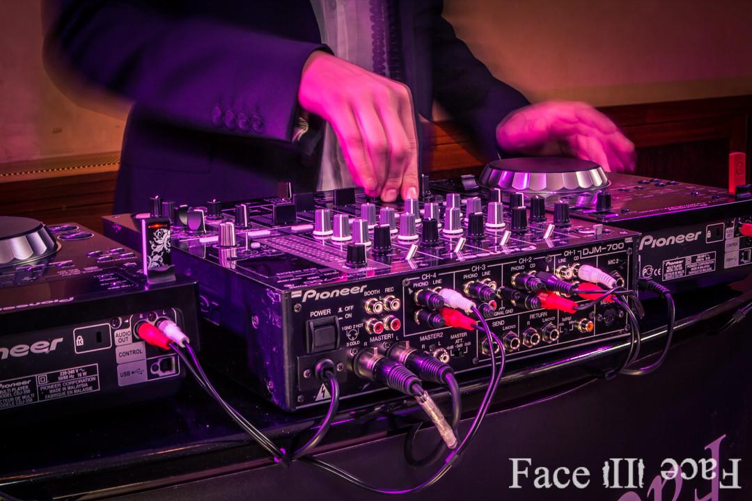 Wir arbeiten ausschließlich mit Highend Produkten - Face II Face Ihre DJ Agentur