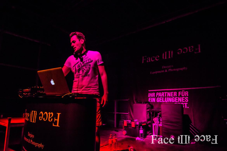 Bühnenbeleuchtung zählt ebenfalls zu der Veranstaltungstechnik von Face II Face