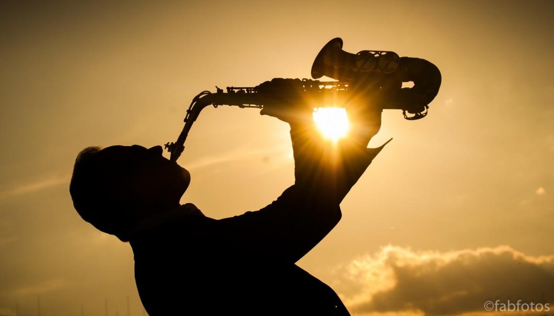 Buchen Sie jetzt unsere DJ und Saxophonist Kombination!