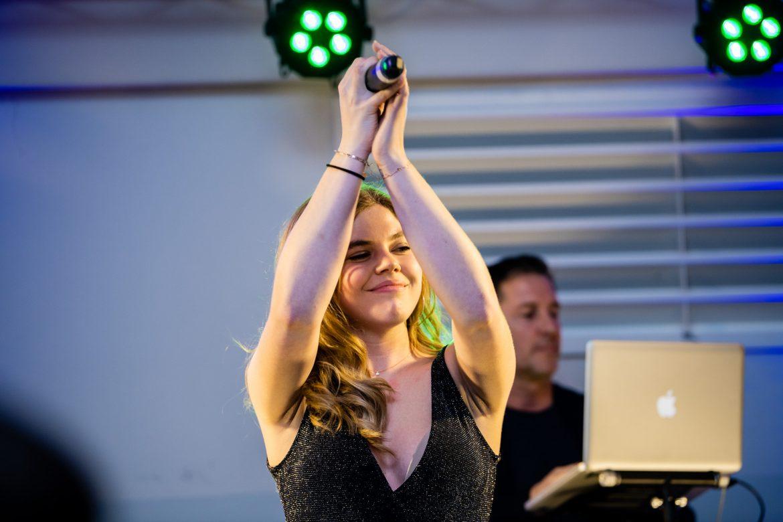 DJ und Sängerin - Exklusiv bei Face II Face!